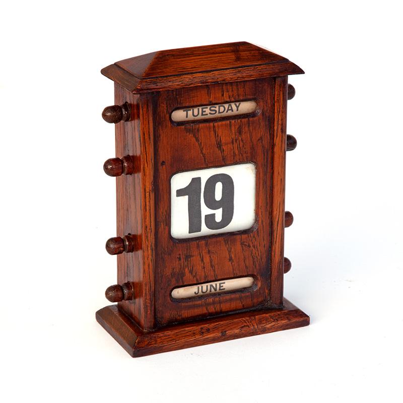 Quality Oak Desk Top Perpetual Calendar